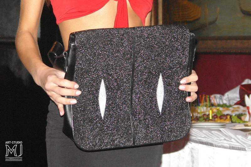 update. press visavis bag for laptops from stingray leather. jpg.
